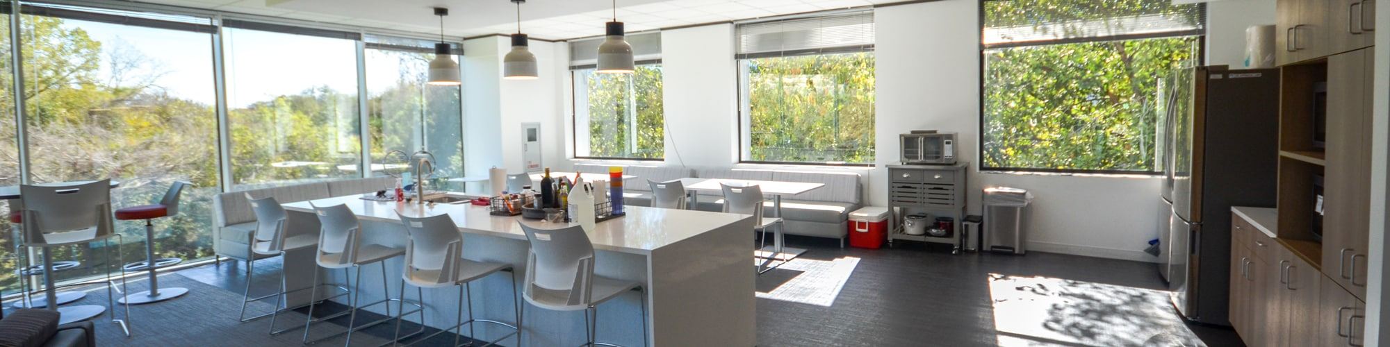 Plaza-on-the-Lake-Suite-380-Sublease-Kitchen