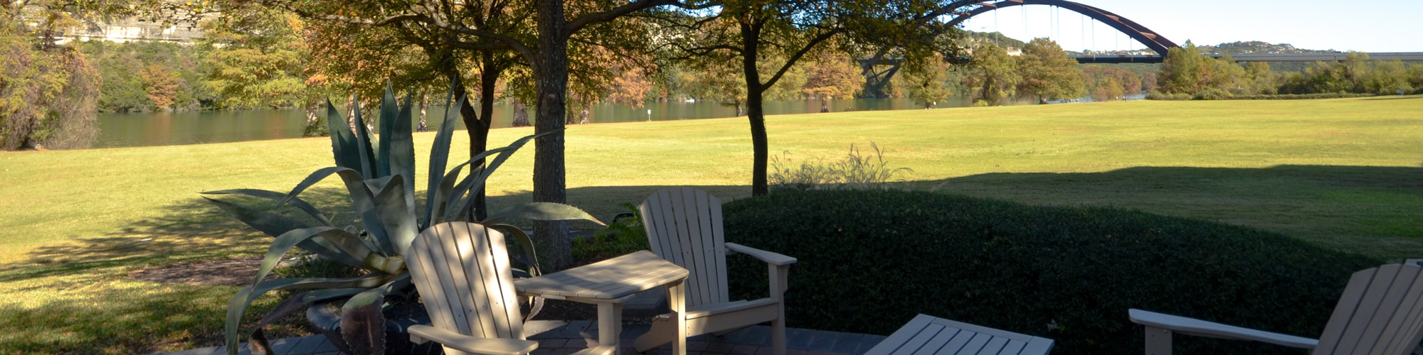 Plaza-on-the-Lake-Suite-380-Sublease-Outdoor-Seating-Area